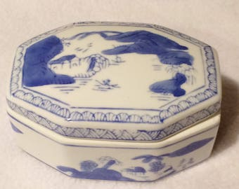 Vintage Miniature Chinese Blue and White Trinket Box  w Lid