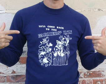 "ON SALE Vintage Funny Sweatshirt "" Ya'll come Back To The Farmers Inn "" Soft and Thin Medium Dark Navy Blue Cows Horses Chickens"
