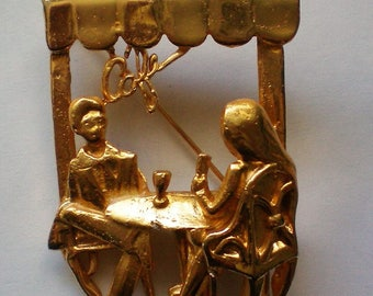 Figural Pin with Diners in a Café - 5142