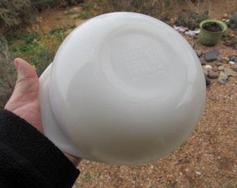 Vintage White Round Pyrex Bowl #31