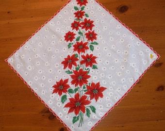 Large Vintage Christmas Poinsettia Hankie - Vintage Green Red X-mas Poinsettias Scalloped Holiday Hankie - Vintage Christmas Holidays Linen