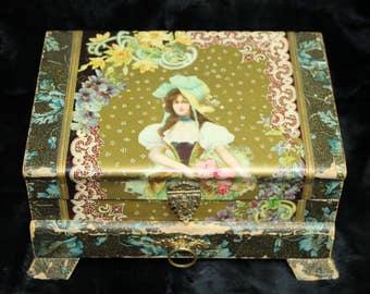 Victorian Ladies Jewelry/Accessory Box. Circa 1870-1880