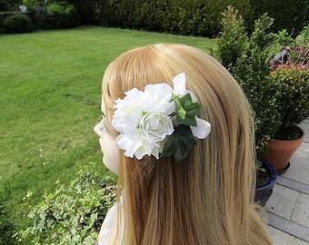 Wedding fascinator, ivory & green floral croc clip, bridal flowers,  bridesmaid flower hair clip, soft white wedding flowers on a croc clip