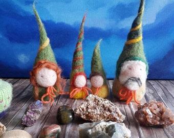 Waldorf Gnome Family Playset - Autumn gnomes - Waldorf felted gnomes - felt Waldorf gnomes family -
