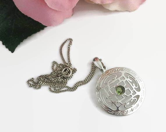 Sterling silver and green peridot pendant on fine sterling curb link chain, Chinese style pattern on pendant, stamped 925, circa 1970s