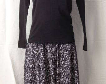 Long skirt, dark blue background marine, small white patterns, T F 36, UK 8, US 26.