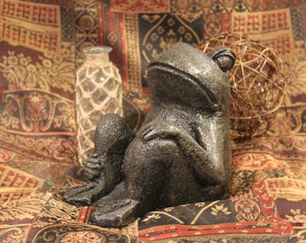 Frog, sitting frog, statue, gift, home decor, home and living, garden decor, garden, statuary, outdoor, outdoor statue