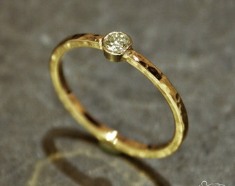 Yellow gold ring and white gold setting with brilliant cut diamond