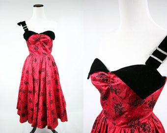 80's Does 50's Sweetheart Red & Black Floral Velvet Party Dress