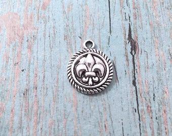10 Fleur de lis charms (1 sided) silver tone - silver fleur de lis pendants, Louisiana charms, New Orleans charm, Louisiana pendants, Box 48