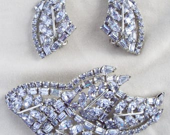 "1950s - ""SHERMAN"" Large Vintage Alexandrite Saphiret-color Crystals Brooch & Earrings Set"