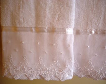 LACE FINGERTIP or GUEST Towels (2) White Cotton Velour Cottage Shabby Chic Embellished New