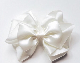 Ivory satin hair bow, 4 inch Satin hair bow for flower girls, bridesmaid, hair bow, Wedding, special occasion, baptism,Baby Hair Clip