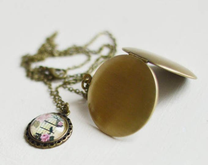 Shabby Chic // Pendant-locket metal brass with picture birds under glass // Retro, Vintage // Romantic Collection // Pastel, Beige, Brown