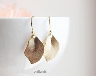 Leaf earrings in gold, Gold Leaf, Bridesmaid jewelry, Everyday earrings, Bridesmaid earrings, Wedding earrings