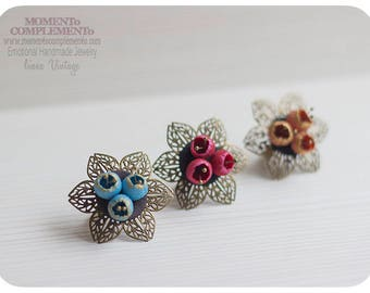 Flower rings adjustable handmade polymer clay & golden brass. Chic elegant vintage style for special time.