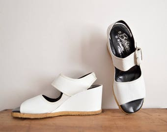 Vintage Wedges, White Leather Sandals, 60s Mod Shoes, Bibianas for Famolare Size 7,  Chunky Sandals, 70s Platform Heels, Minimliast Sandals
