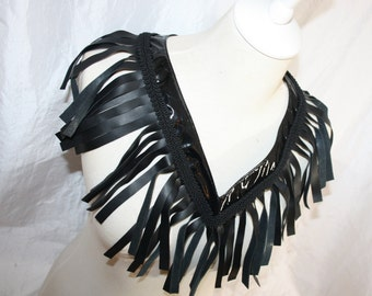 Collier [slabhra earrach] with black leather fringe