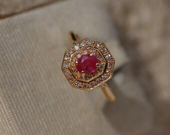 Splendid 18 Carat Gold Ruby Diamond Ring 3.40 Grams.