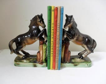 HORSE BOOKENDS China Horse Vintage Bookends Retro KITSCH Horse Ornament Pair Horses China Bookends Horse Lover/Bookworm Gift Horse Decor