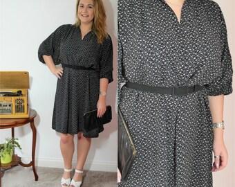 Vintage Floral Dress / Boho Style Dress / Ditsy Floral Pattern / Slouchy Black Dress / Bohemian Batwing Sleeve