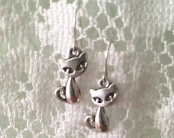 Kitty//Small Cat Earrings//Silver Earrings//Under 10//Bridesmaid Gifts