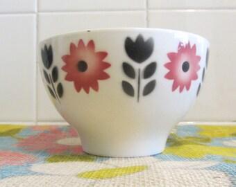 Portuguese Vintage - Fábrica de Loiça de SACAVÉM - Ceramic Bowl, Art Deco decoration of stylized flowers - Made in Portugal - 1970s