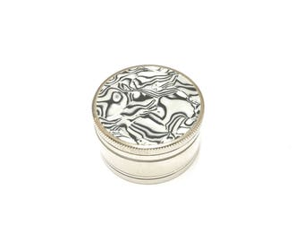 White Marble Print Shark-teeth grinder with magnetic lid