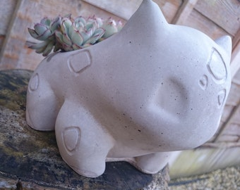 Concrete Bulbasaur planter exclusive design! - garden ornament / planter - Indoors or outdoors