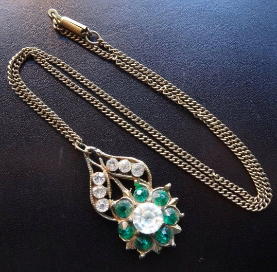 Lovely vintage green clear rhinestone pendant brass chain necklace