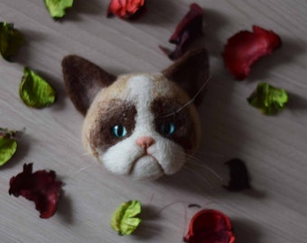 Needle felted Wool brooch Grumpy Siamese cat face (Custom pet portrait ) - Angry Kitten - cats jewellery- Felt animals - MADE TO ORDER