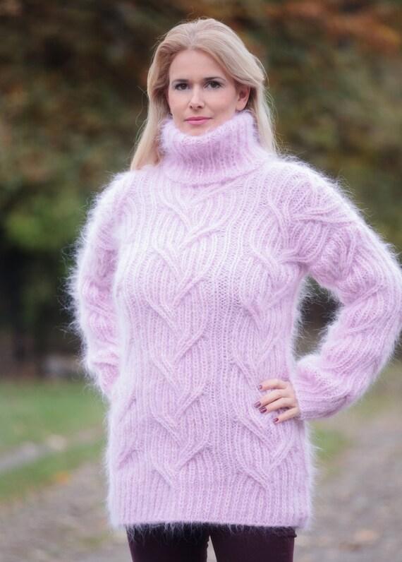 pull mohair rose tricote a main gros col roule floue epais