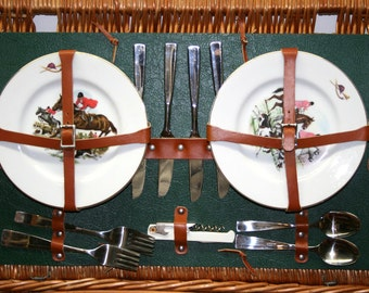Large Suitcase Wicker Picnic Basket//Six China Plates//Vintage Picnic Basket