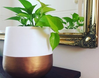 Hand-painted lightweight indoor plant pot white and gold