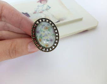 Botanical ring / Adjustable ring / Vintage style glass ring  / Glass cabochon ring / Antiqued Flower ring