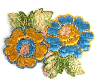 1930s Flower applique, Vintage embroidered applique. Vintage floral patch, sewing supply. #646GF0K17