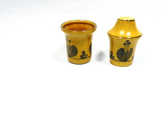 Vintage salt shaker and pepper containers, ceramics, pattern