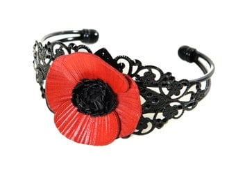 Bracelet filigree flower poppy in bloom with cowhide leather
