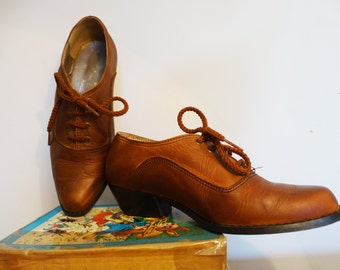 Lace up brogue shoes leather laced ankle booties for women genuine leather fall shoes brown low heel shoes Vintage 1960s size US 6 EU 36