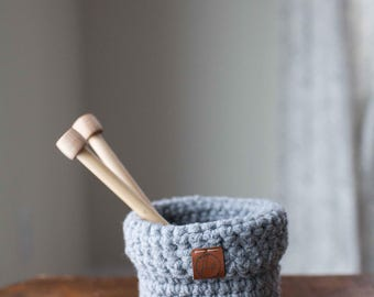 Mini crocheted foldover basket // featured in Light Gray