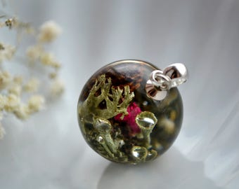 Forest jewellery Forest terrarium, miniature terrarium jewelry, woodland moss, lichen and red heather in Resin pendant