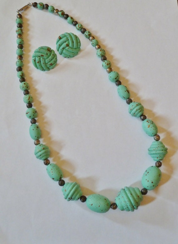 Vintage Fashion necklace and earring set//Vintage cruise wear//Chunky beads/Contempo/beads and earring set/speckled seafoam green