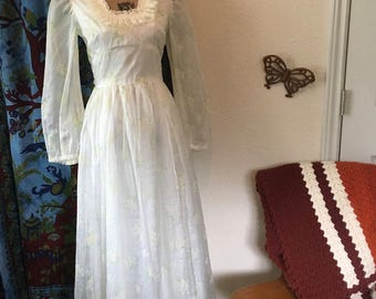 Vintage 1970's Handmade Wedding Dress simple, daisies, boho