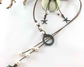 FREE Canada shipping. Seahorse necklace. Leather necklace. Long necklace. Lariat necklace. Ocean necklace. Beach jewelry. Leather and pearls