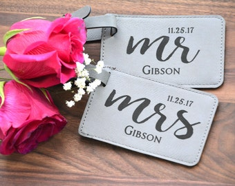 Personalized Wedding Gift, Mr and Mrs Luggage Tags, Couples Engagement Gift Bride and Groom Gift, Honeymoon Gift Personalized Wedding Favor