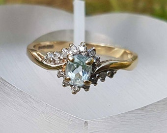Gorgeous Aquamarine & Diamond 9ct Gold Ring
