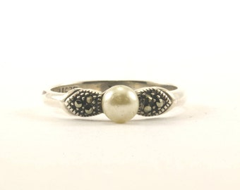 Vintage Faux Pearl Marcasite Ring 925 Sterling Silver RG 1766-E
