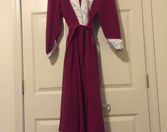 Vintage Floor-Length Lace Robe