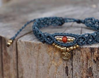Macrame bracelet in grey