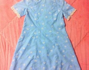 1960s Vintage Pastel Blue Dress / 60s Vintage Novelty Print Dress with Lace